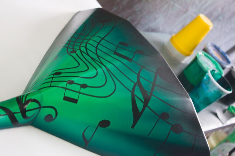 Процесс росписи балалайки