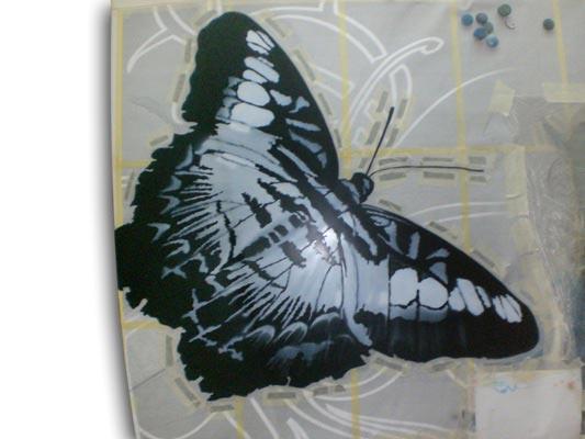 Создание работы «Девушка и бабочка на капоте Мицубиши»