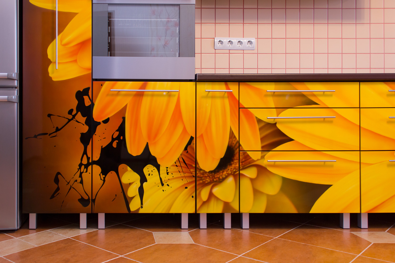 Цветочная аэрография кухонного гарнитура