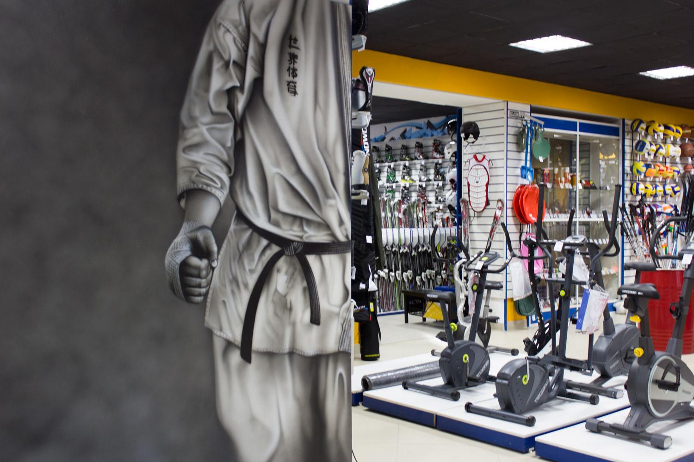 Роспись стен в спортивном магазине